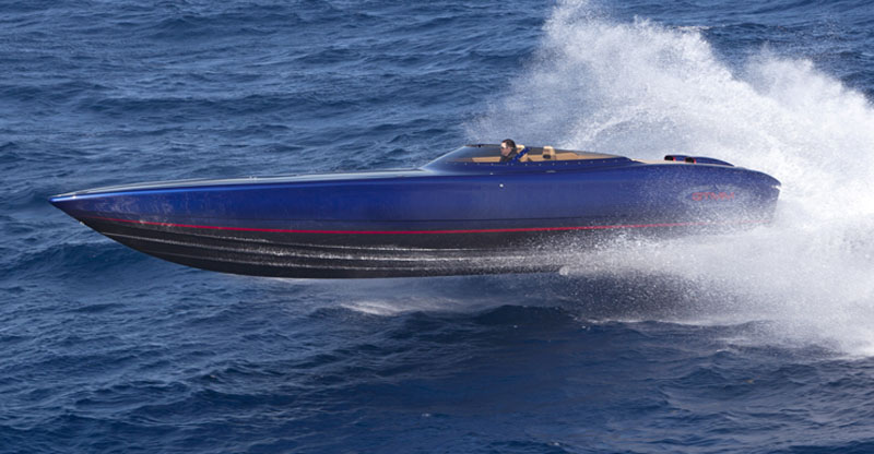 The new 39' from GTMM reaches a 100-mph top speed with twin Mercury Racing 700SCi engines.
