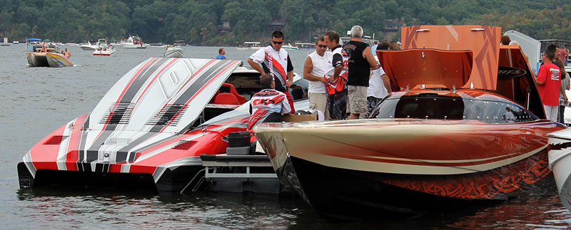 There was a large fleet of V-bottoms from Outerlimits Powerboats at the Shootout.