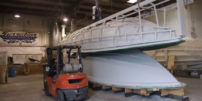 With the hull mold for its 34-foot center console finished, Sunsatin can turn its attention to deck tooling.
